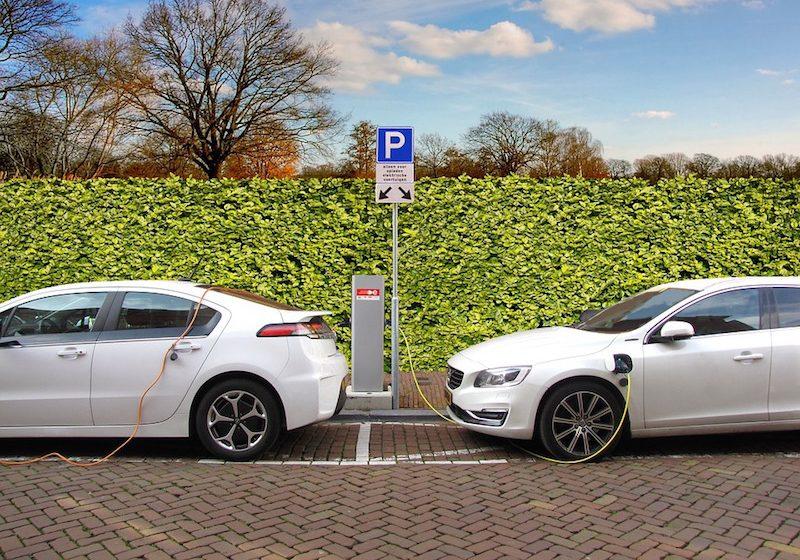 Le auto elettriche e quelle ibride si vendono di più